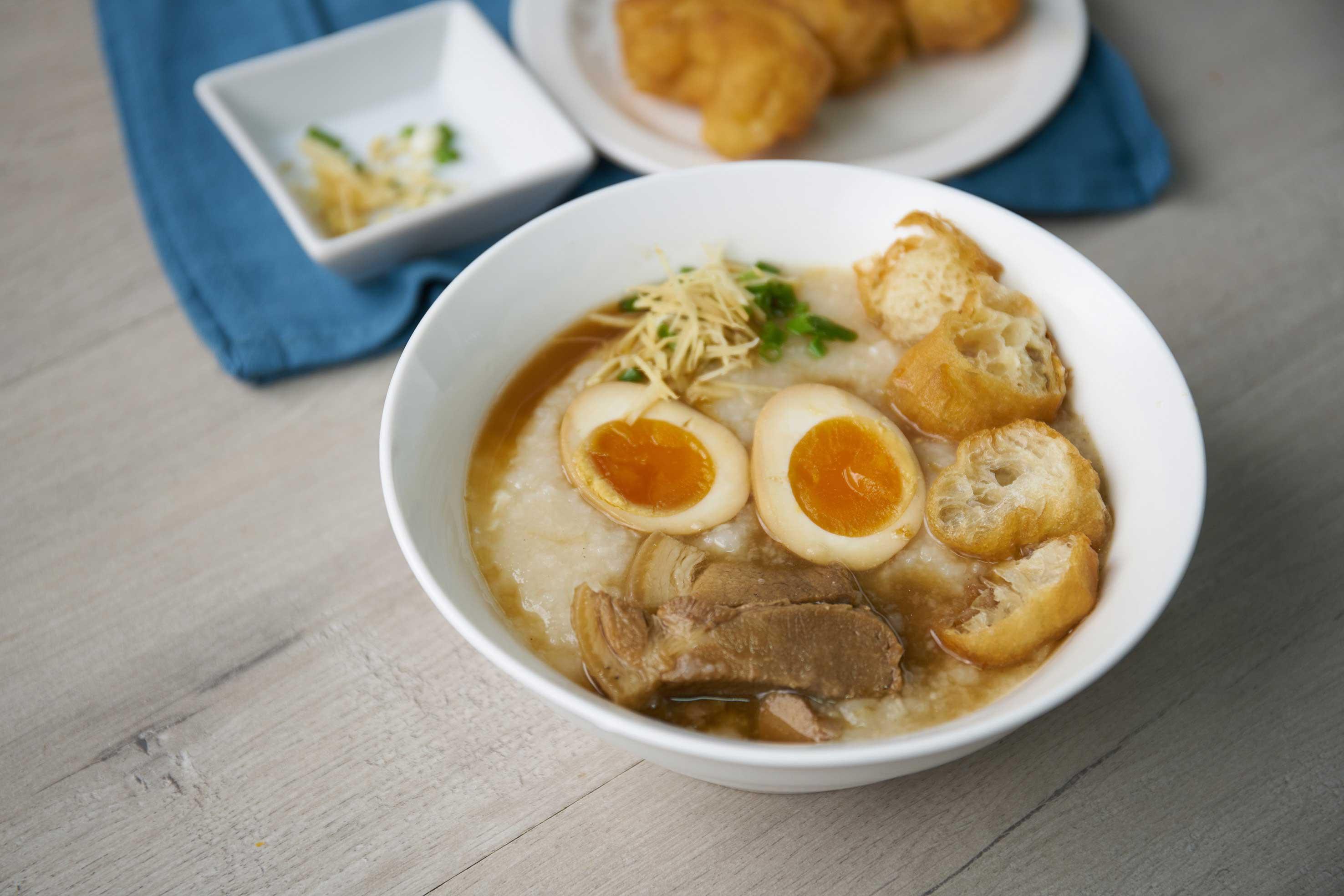 โจ๊กไข่พะโล้ยางมะตูมหมูดำคูโรบูตะ