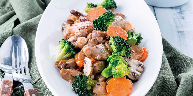 หมูดำคูโรบูตะผัดผักรวม