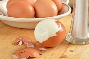 วิธีปอกไข่ต้มได้ง่ายทันใจ